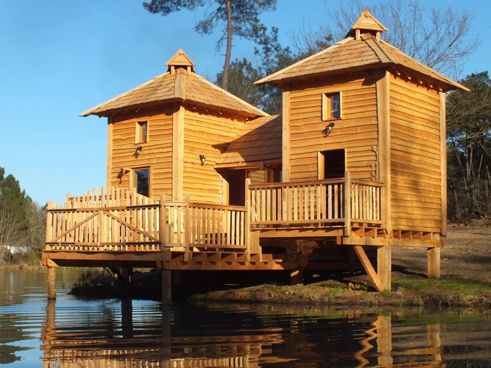Location - Unique ! Cabane Château Les Pieds Dans L'eau 50 M² - 3 Ch, Tv, Lave-Vaisselle, Terrasses 50 M² - Camping Sites et Paysages Etang de Bazange