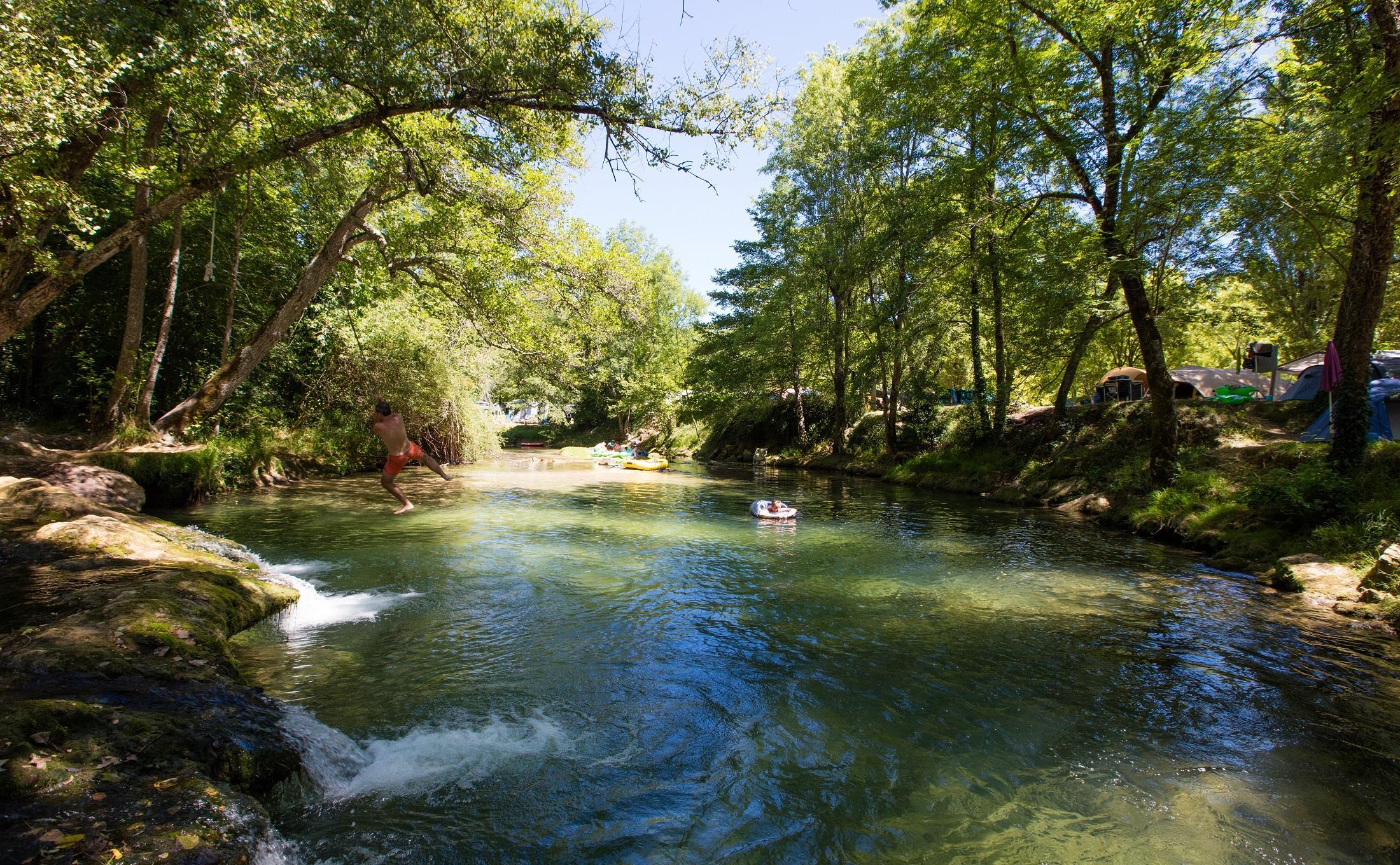 Camping les Cascades, Saint-Cybranet, Dordogne