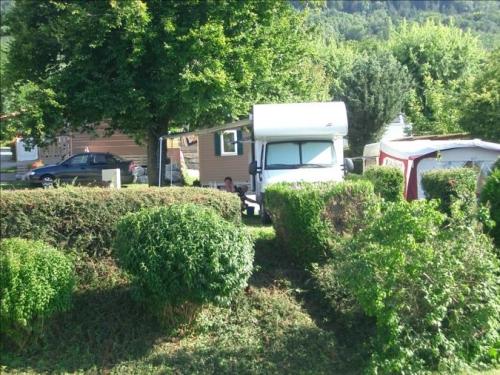 Emplacement - Emplacement En Camping Avec Voiture - Camping Vieille Église