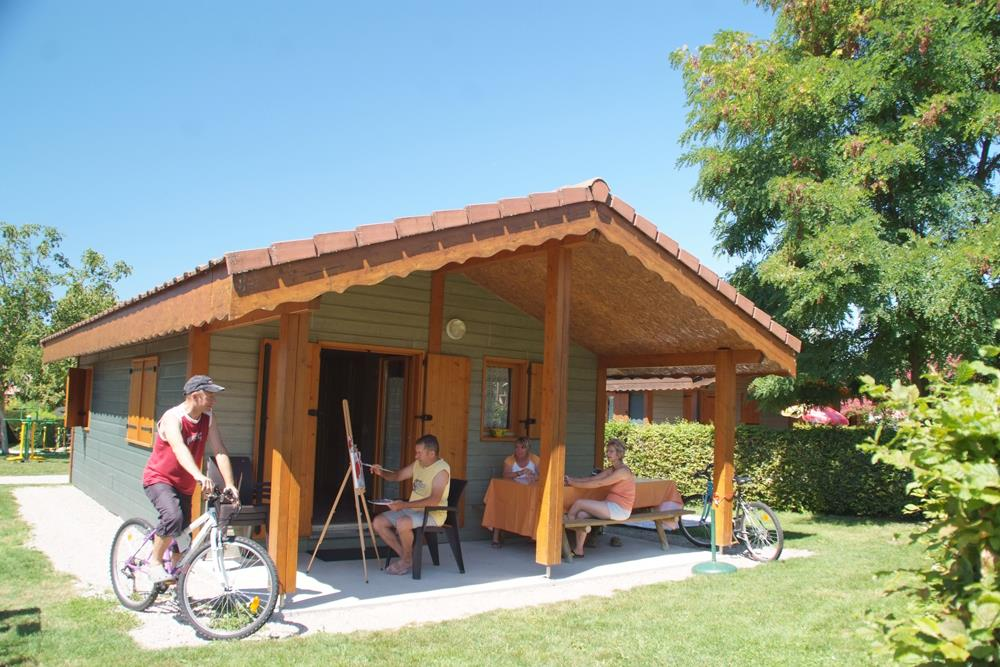 Location - Chalet 35 M²   2 Chambres + Terrasse Couverte - Camping Du Chatelet