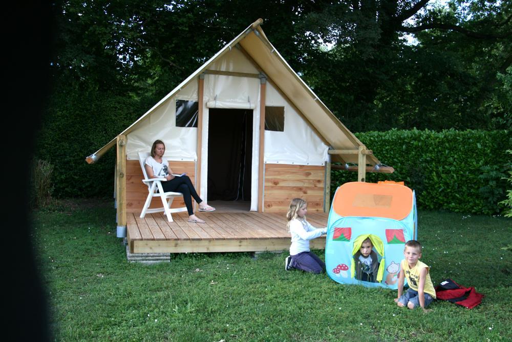 Location - Tente Bois Et Toile 15 M² Sans Sanitaire - Camping Du Chatelet