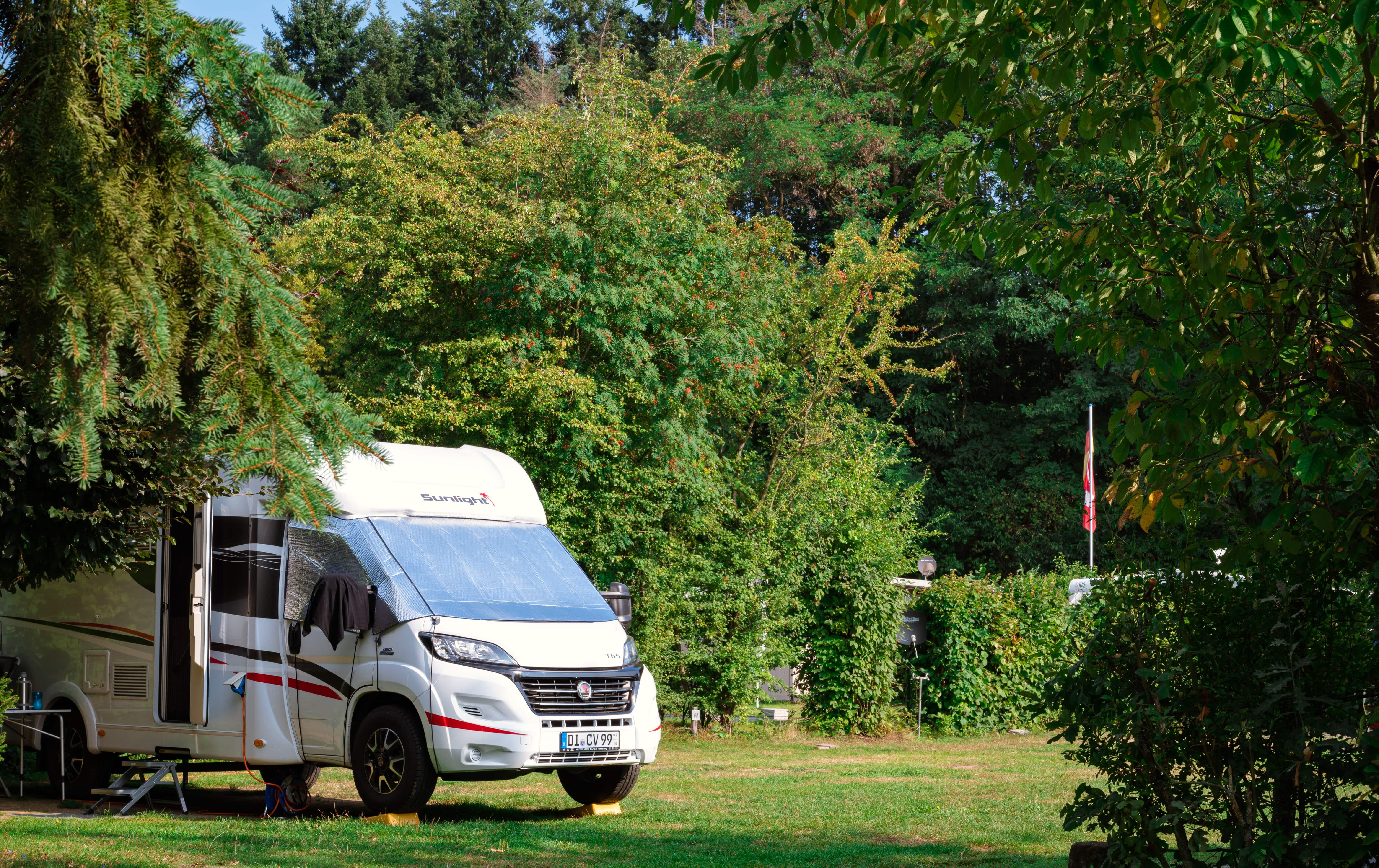 Emplacement - Emplacement Caravane / Camping-Car /  Tente, Voiture - Nibelungen-Camping am Schwimmbad