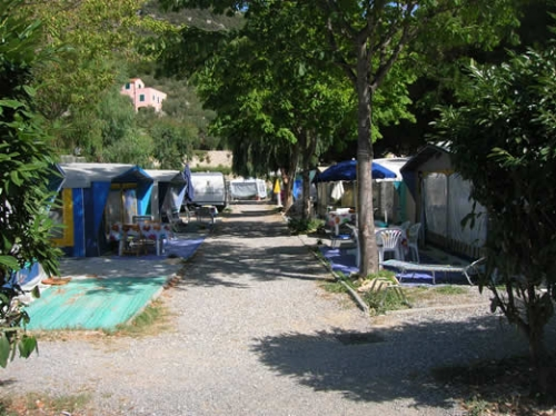 Emplacement - Emplacement A (60-70M²) 3 Personnes Compris - Eurocamping Calvisio