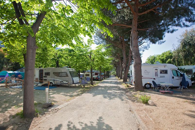 Emplacement - Emplacement B (50-60M²) - 3 Personnes Compris - Eurocamping Calvisio