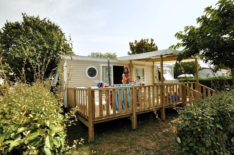 Location - Mobil-Home Confort + 31M² (3 Chambres) + Tv + Terrasse Semi-Couverte - Camping Les Ilates
