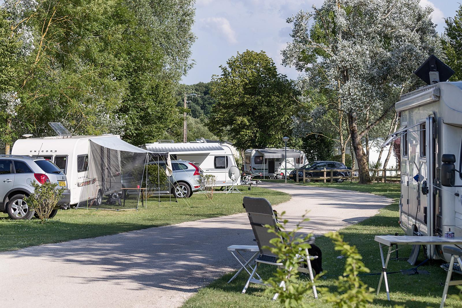 Emplacement - Emplacement Grand Confort Herbe - Camping Le Lac d'Orient