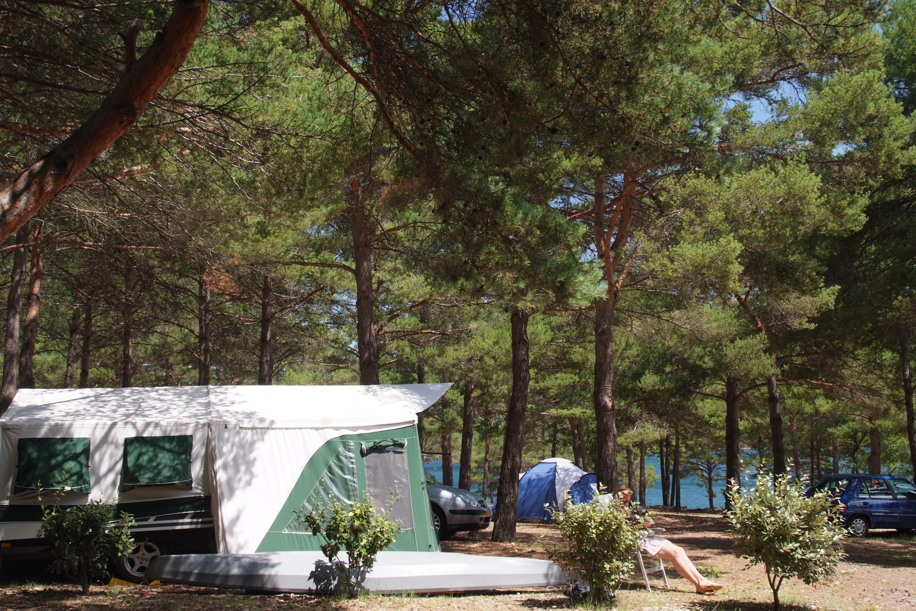 Emplacement - Forfait Emplacement Confort 90M² + Électricité (1 À 6 Personnes) - Camping La Farigoulette