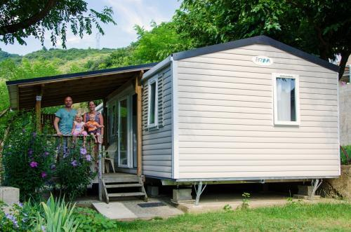 Accommodation - Mobil-Home Le Family ( 34M² ~ Avec Terrasse)  Année 2016         6 Pers + 1 Voiture  Animaux Non Admis - Camping Le Castelet
