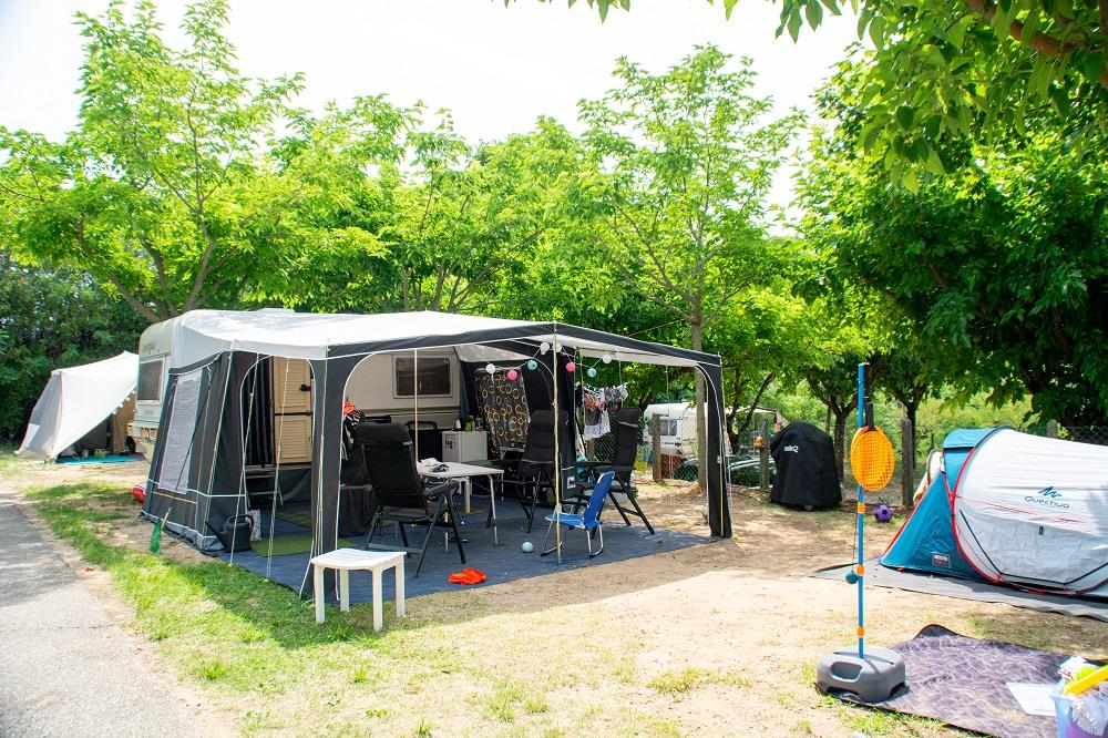 Pitch - Package Pitch : 1 Caravan / Tent + 1 Car Or Camping-Car - Camping Le Castelet