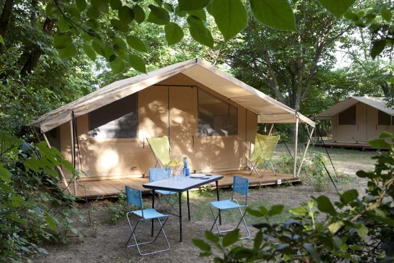 Accommodation - Classic V Wood&Canvas Tent - Huttopia le Moulin