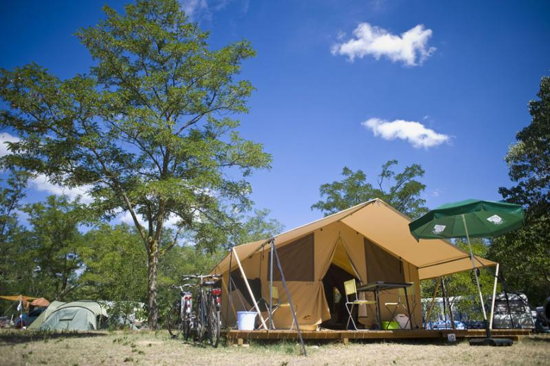 Accommodation - Classic Iv Wood&Canvas Tent - Huttopia le Moulin