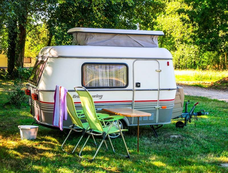 Emplacement - Forfait Confort (1 Tente Ou 1 Caravane / 1 Voiture / Électricité 16A) (Camping-Car Et Camions Aménagés Non Admis) - Camping de Mesqueau