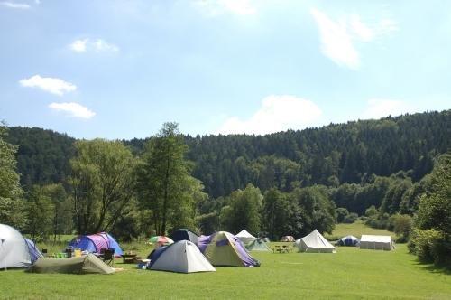 Emplacement - Emplacement 5-8 Nuits: Camping-Car / Voiture Caravane / Voiture Tente - Campingplatz Fränkische Schweiz