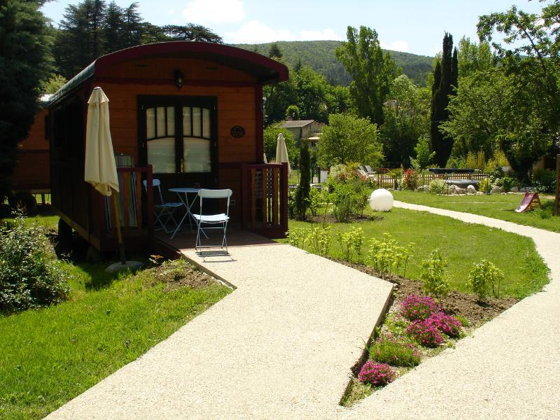 Accommodation - Wheelchair Friendly Gipsycar Insolite - YELLOH! VILLAGE - DOMAINE PROVENCAL
