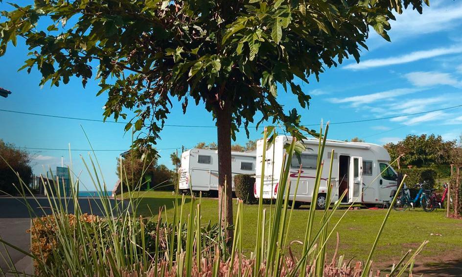 Emplacement 'Grand Confort' + caravane/camping car + électricité + eau potable