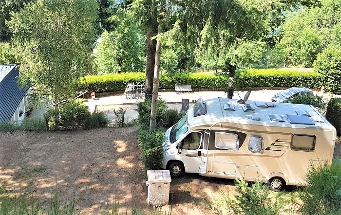 Emplacement - Forfait Confort Electricité 15A : 2 Personnes Avec 1 Tente (Ou 1 Caravane) Et 1 Voiture Ou 1 Camping-Car - - Flower Camping Le Belvédère
