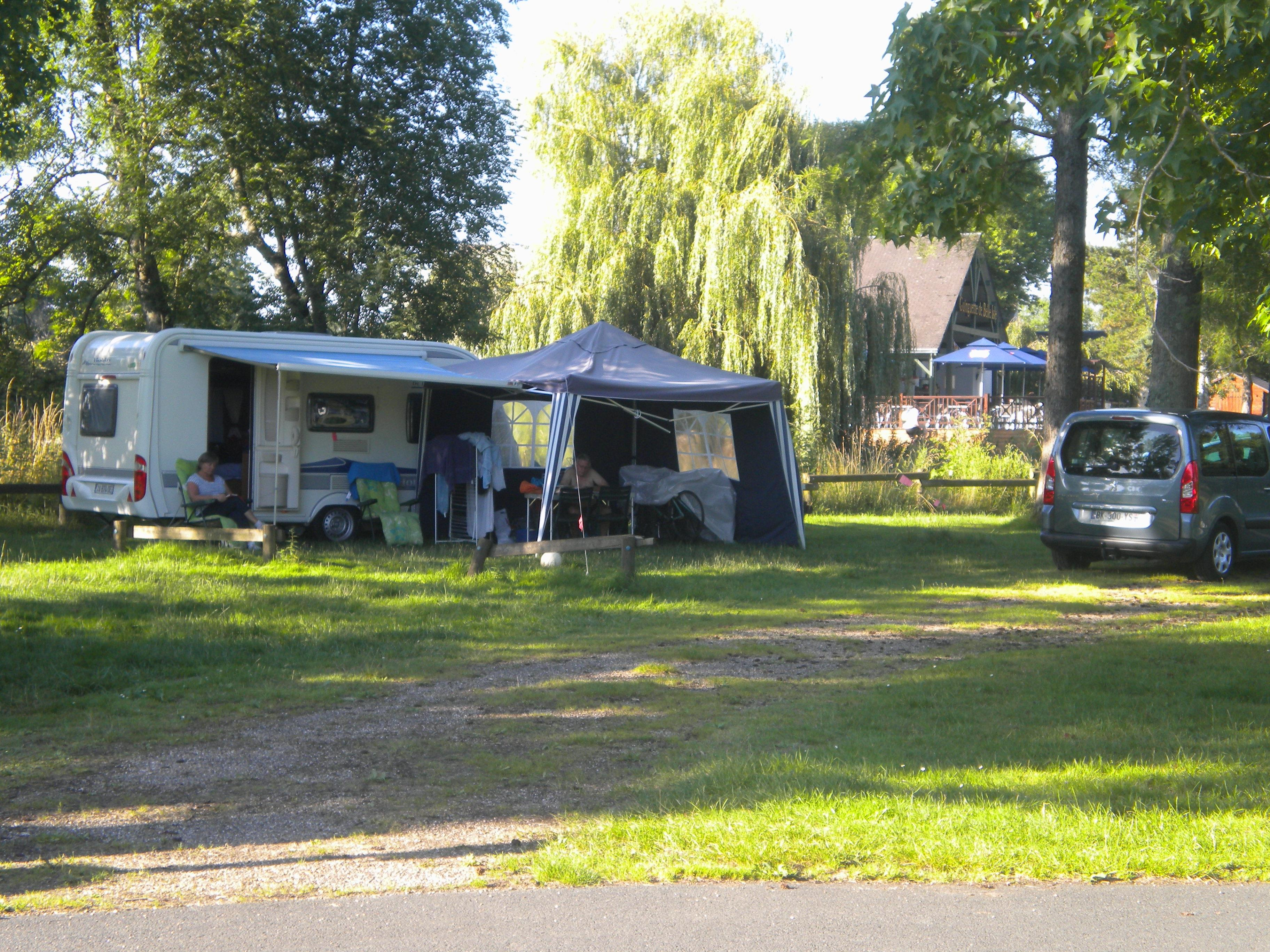 Emplacement : voiture + tente/caravane ou camping-car