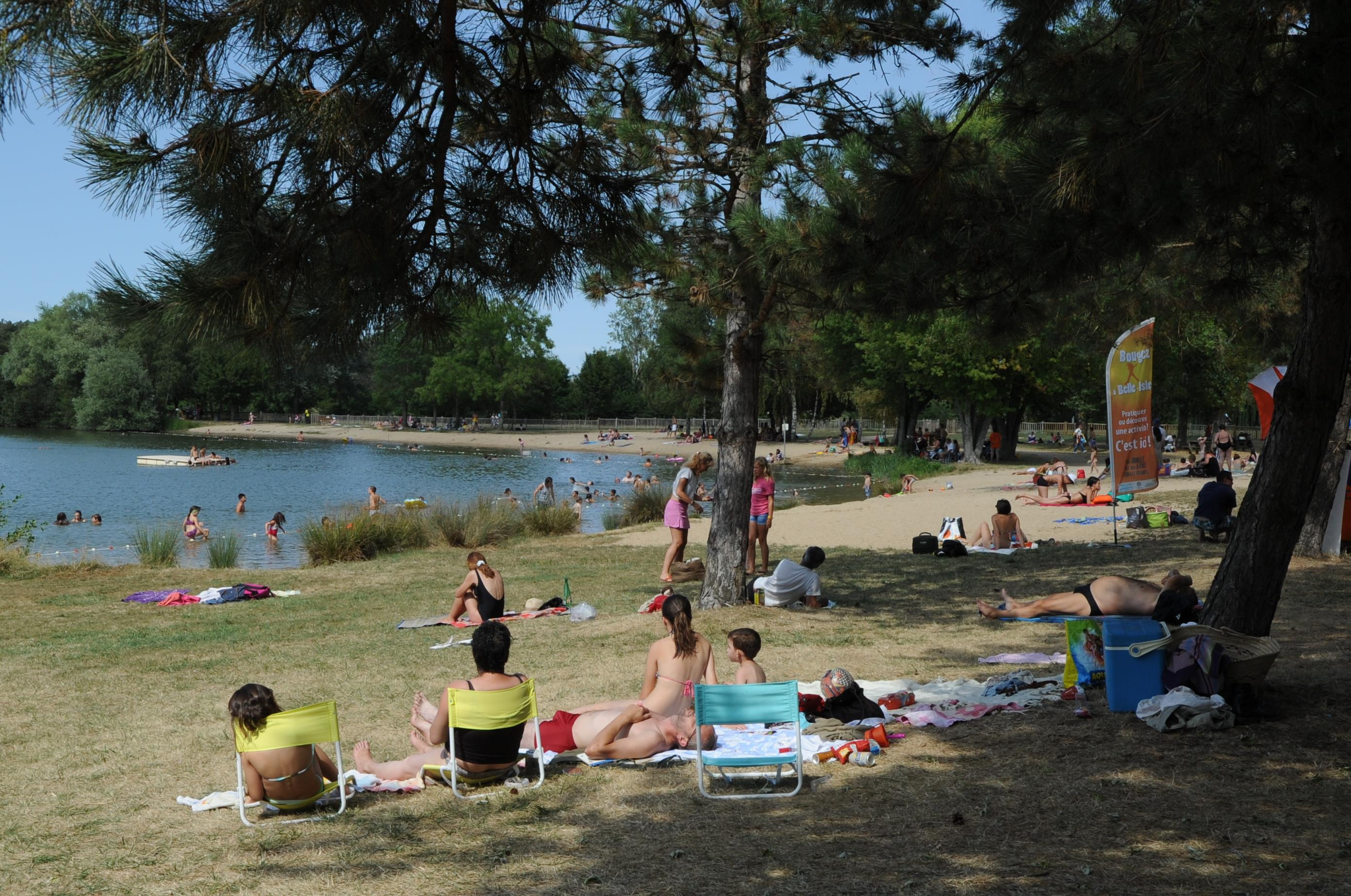 Camping le Rochat - Belle Isle, Châteauroux, Indre