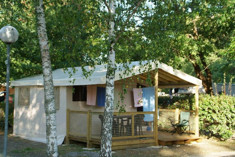 Location - Tente Eco 20M2 (2Chambres) Sans Sanitaires Samedi - Camping Bimbo