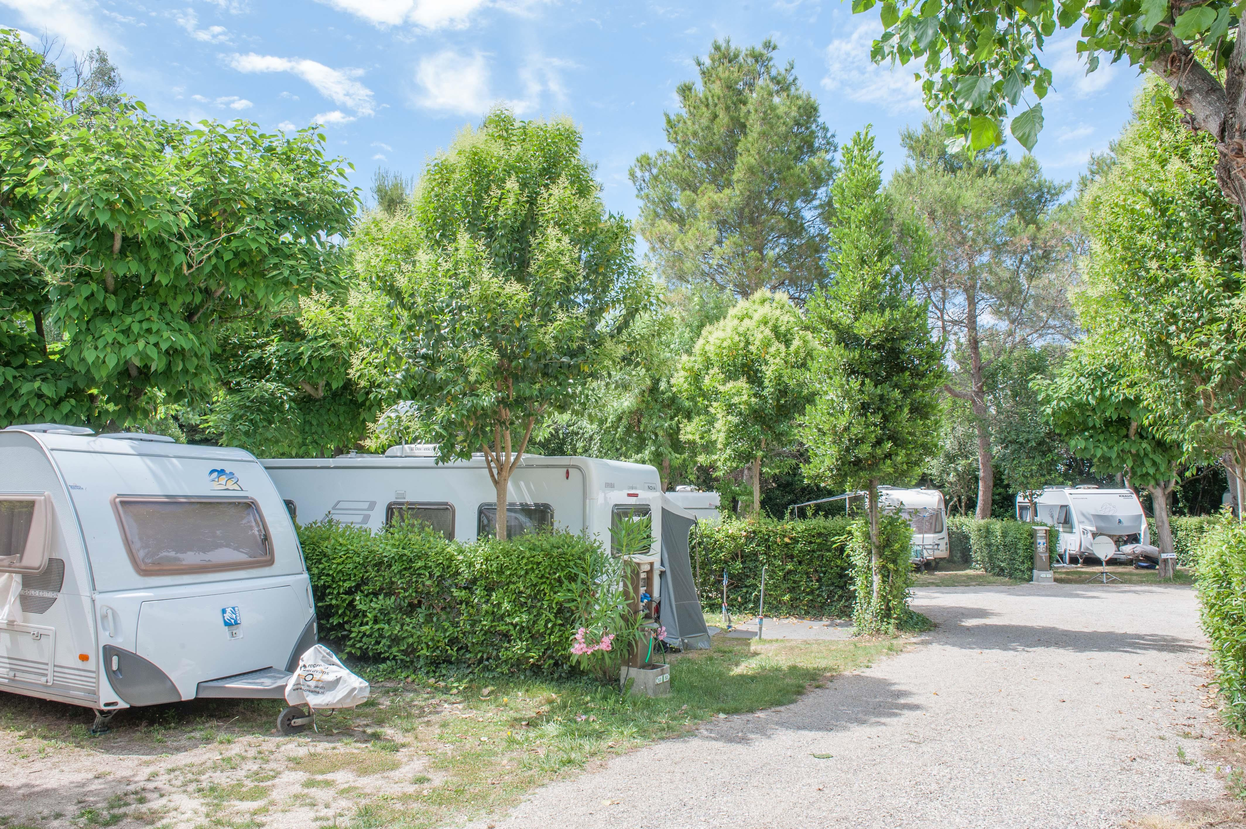 Emplacement - Forfait Emplacement Anwb + 1Véhicule - Camping Saint Gabriel