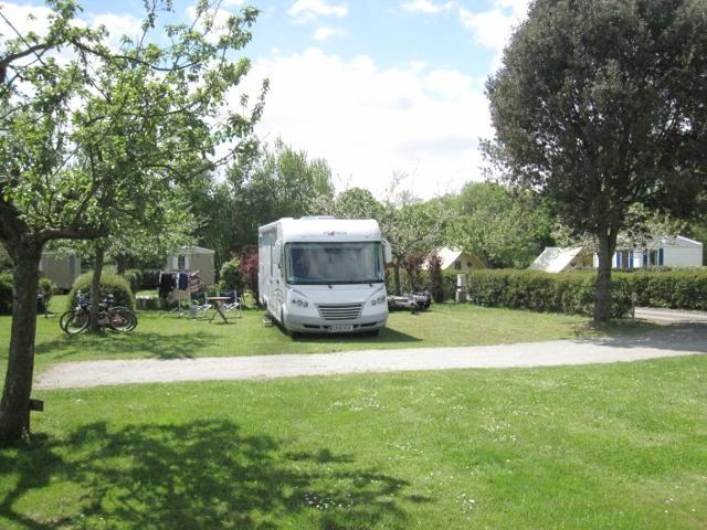 Emplacement - Emplacement Grand Confort Caravane (150M²) Avec Raccordement Eau Et Égout - Camping La Vallée du Ninian