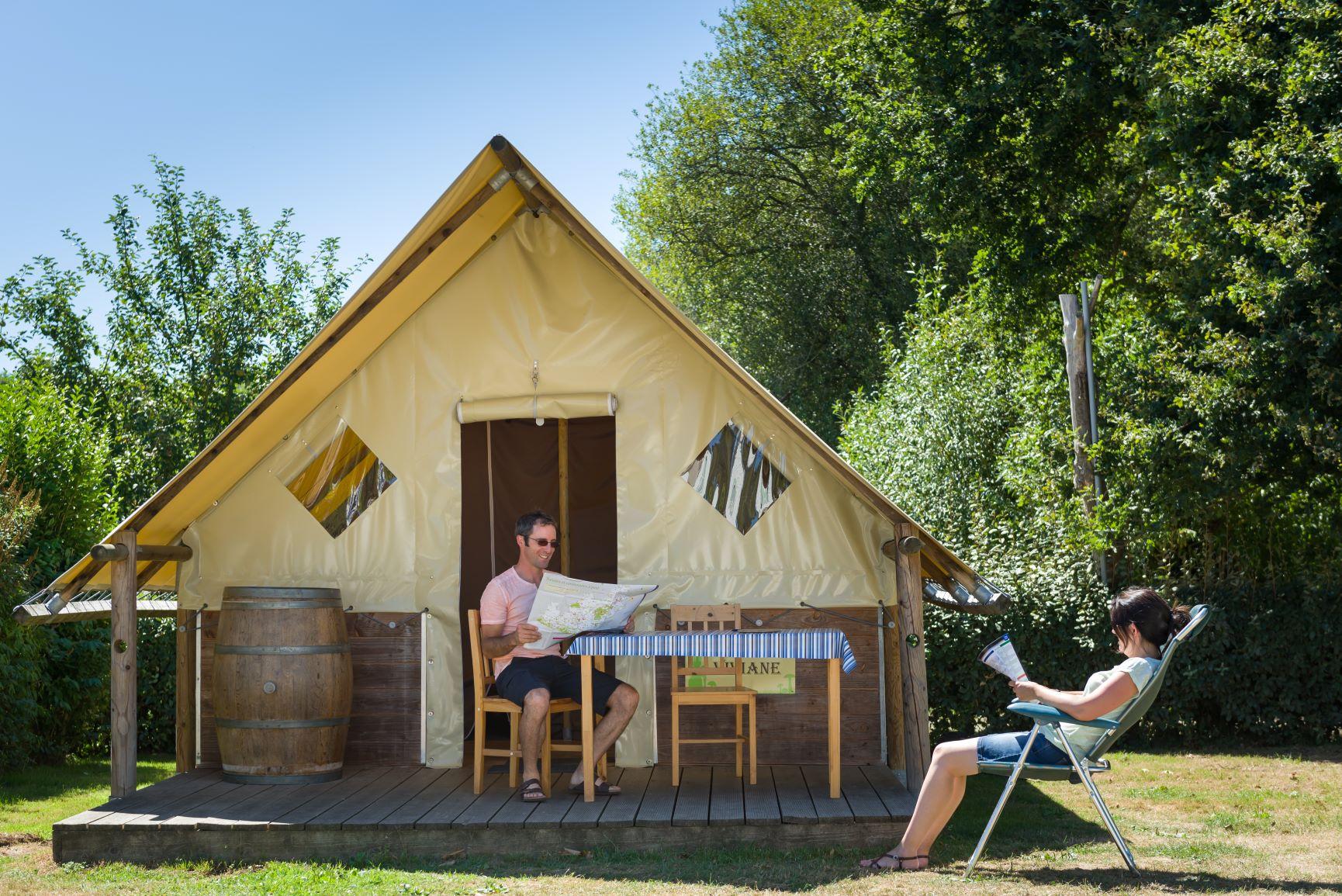 Location - Tente Bois/Toile 'Fée Viviane' 2 Ch - Camping La Vallée du Ninian