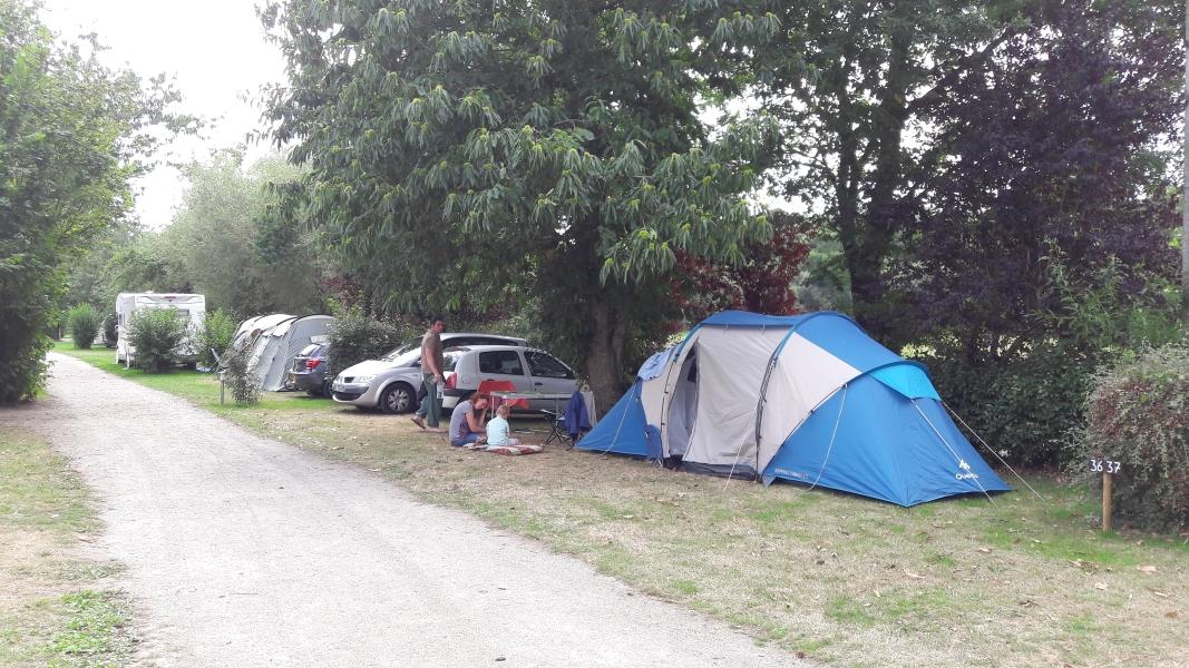 Emplacement - Emplacement (100 À 120M²)  Voiture - Camping La Vallée du Ninian