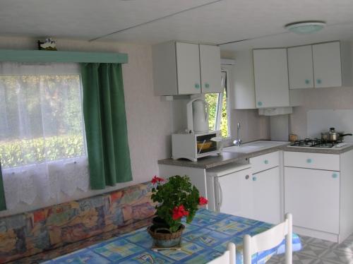 Location - Mobil-Home Pluton 24M² - 2 Chambres - Camping Des Chaumières