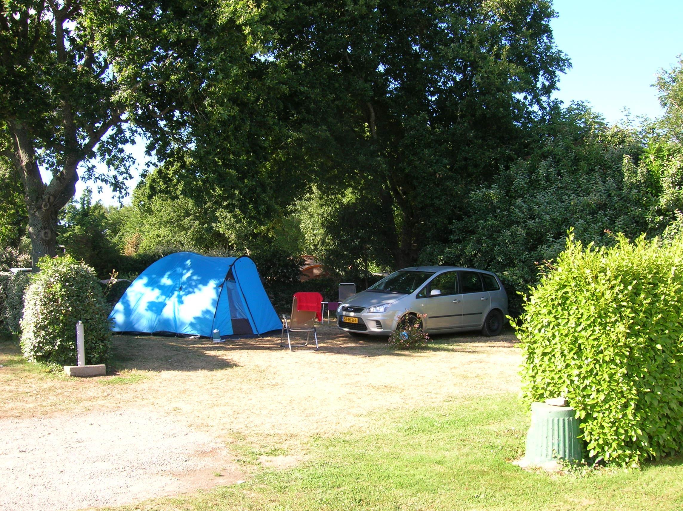 Emplacement - Emplacement + Véhicule - Camping Des Chaumières