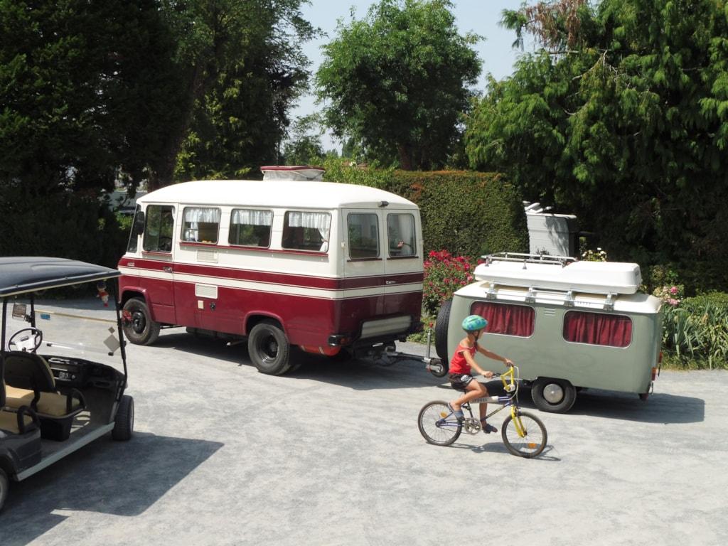 Emplacement De 100M² + Voiture  - Camping 4 Étoiles Confort Et Grand Confort