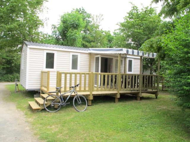 Accommodation - Mobil Home Super Cordelia- 30 M2 -(Terrace) - 3 Bedrooms - Camping Les Portes Du Beaujolais