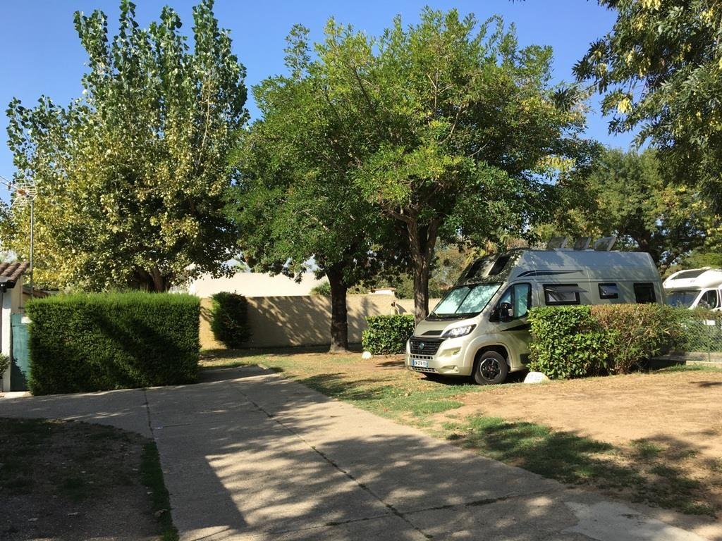 Camping-Car Jusqu'à 7M + Électricité + 2 Adultes + Taxes