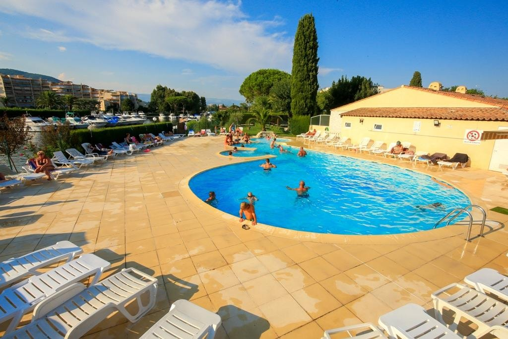 Bungalows Du Golfe - Camping Les Pruniers