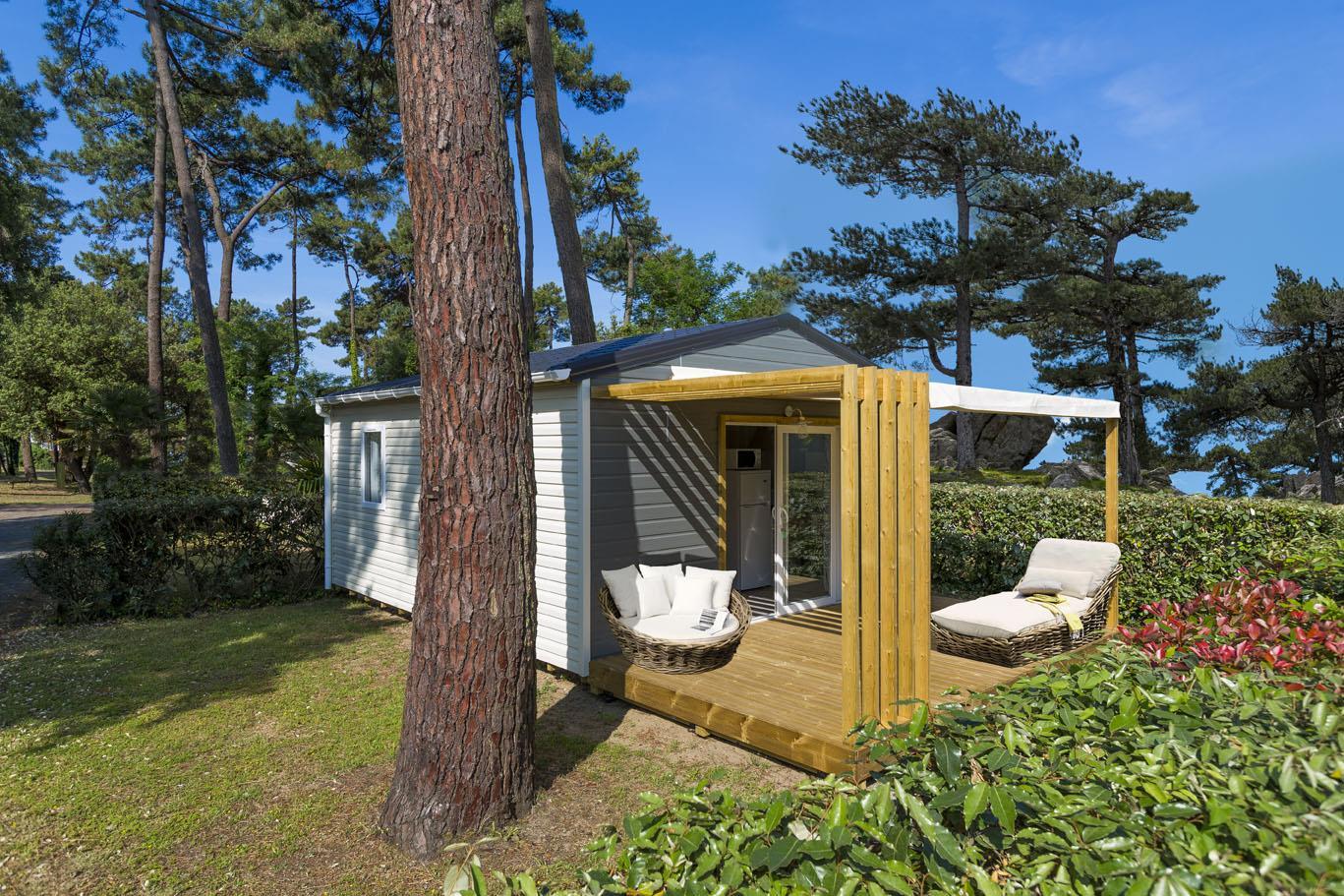 Chalet Confort+ 26.5m² (2 chambres) + terrasse couverte + TV