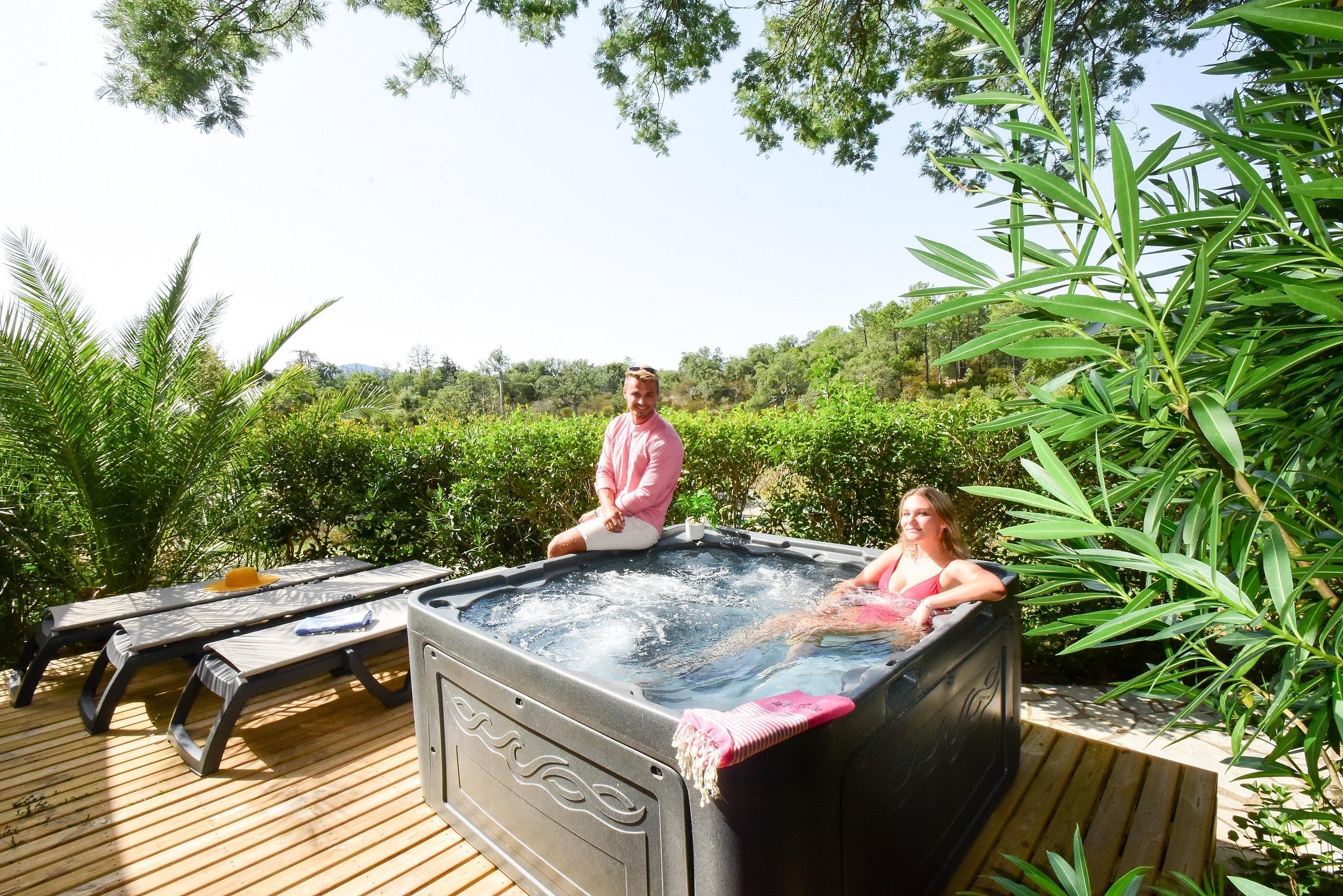 Location - Premium Spa - 2 Chambres - Jacuzzi Privé - 35M2 - Camping Castel Domaine de la Bergerie