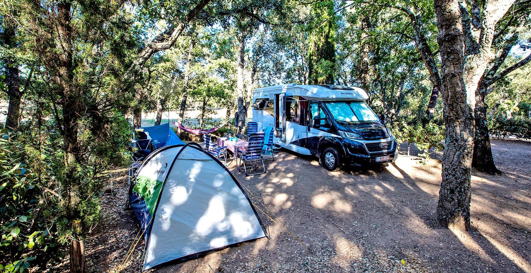 Emplacement - Emplacement Confort +80M² - Camping Castel Domaine de la Bergerie