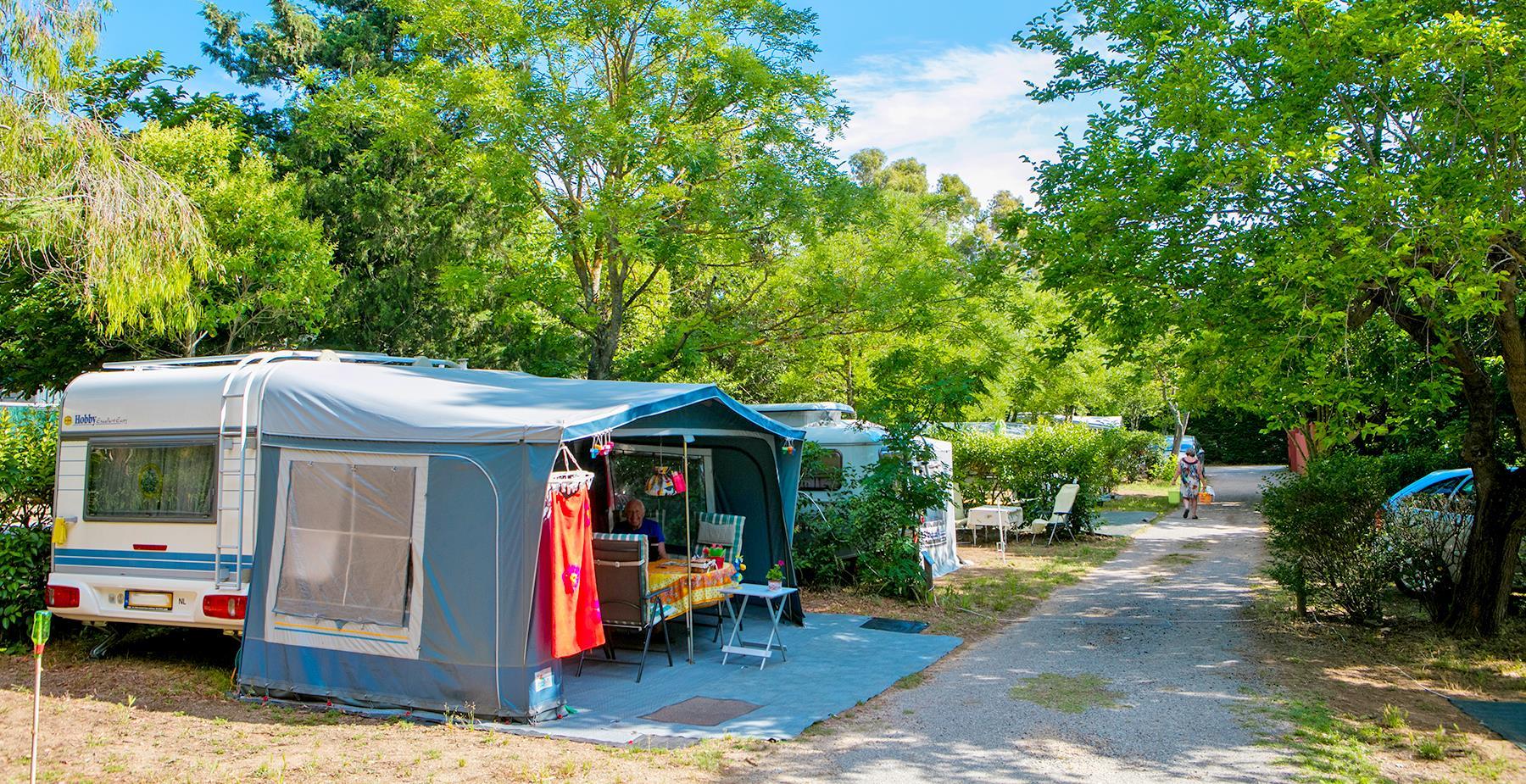 Emplacement - Emplacement Grand Confort Avec Branchement Eau Et Évacuation Eaux Usées +80M² - Camping Castel Domaine de la Bergerie