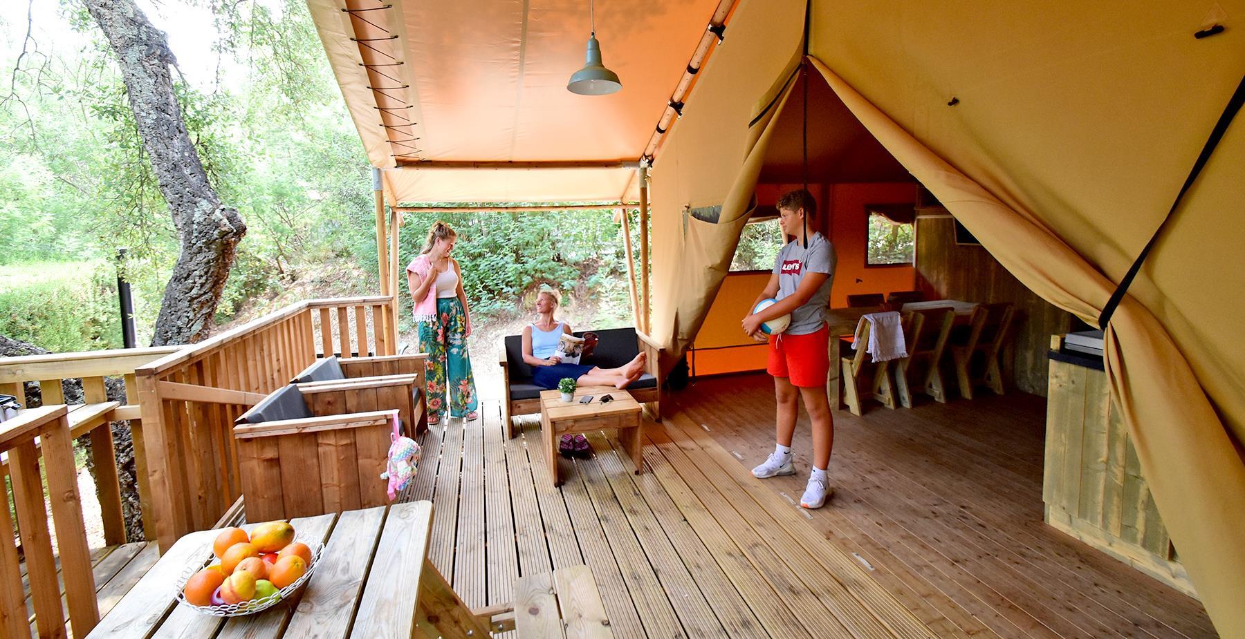 Location - Bergerie Lodge - Tente Safari De Luxe - Climatisation - 2 Chambres + 1 Lit-Cabane - Camping Castel Domaine de la Bergerie