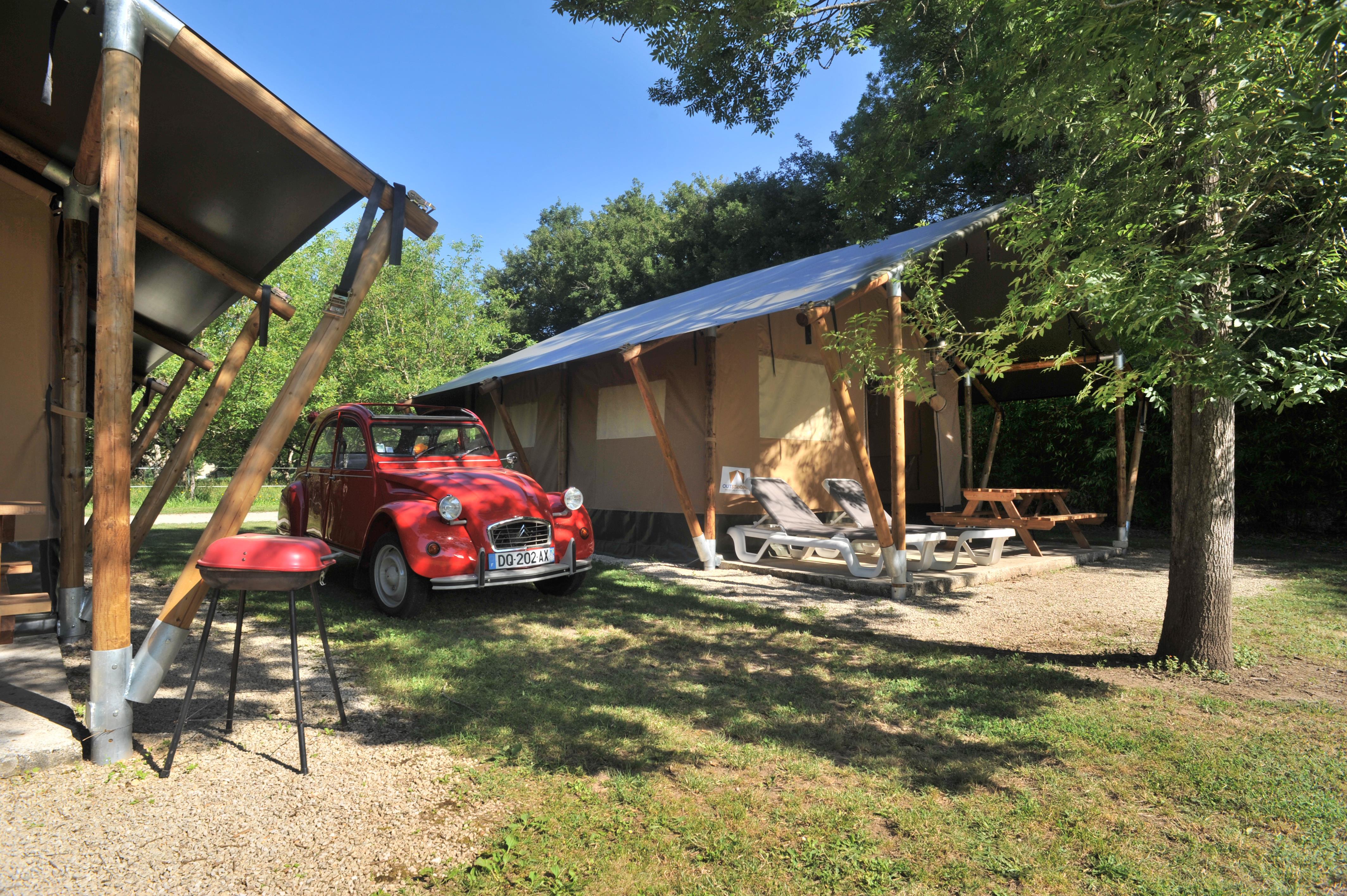 Lodge Safari avec sanitaire et cuisine équipés , accès  rivière, espace jardin