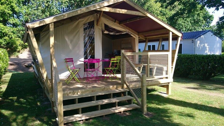 Location - Tente Lodge Freeflower Sans Sanitaire 22M² (2 Chambres) + Terrasse Couverte 8M² - - Camping de Kerleyou