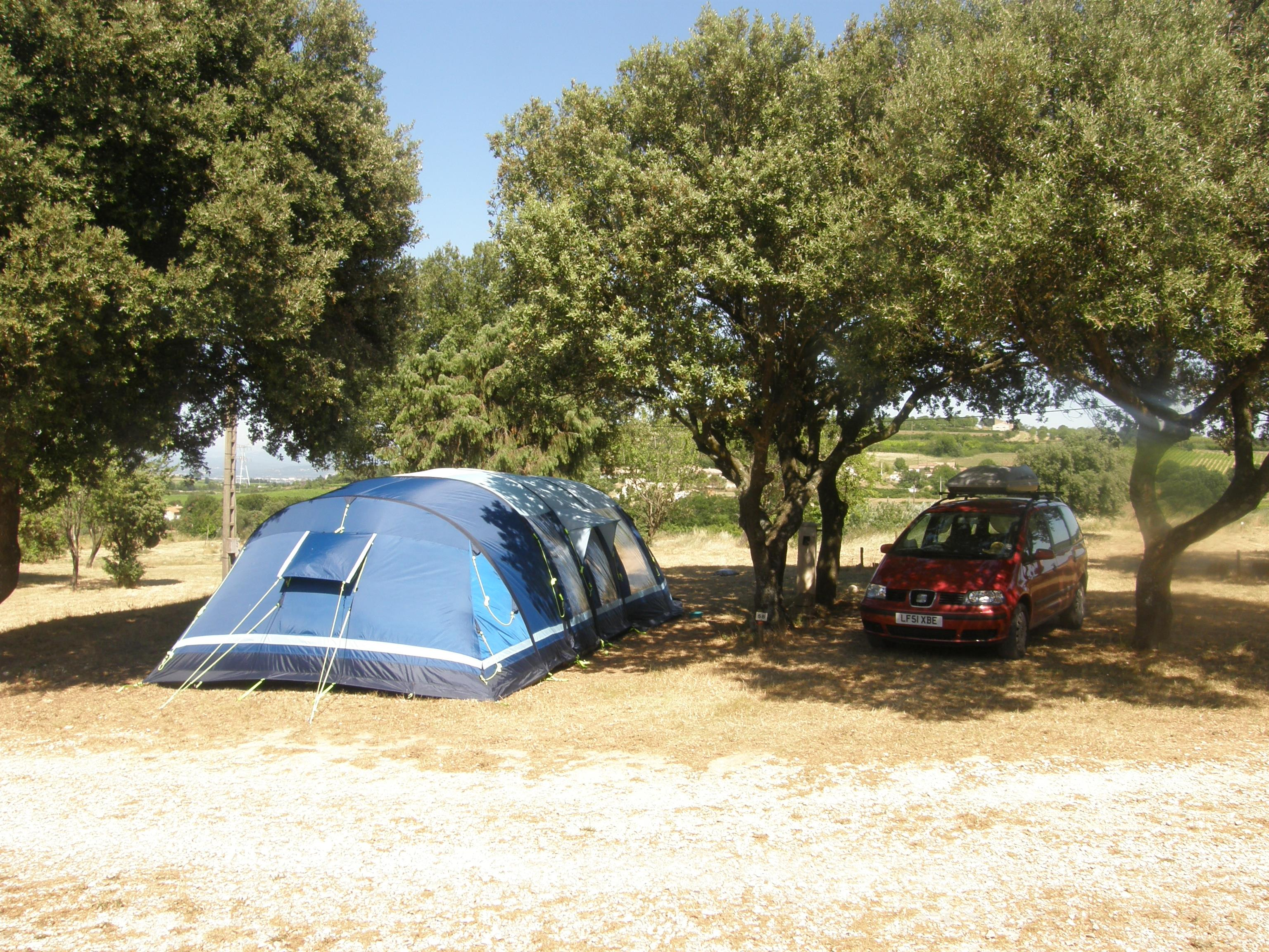 Pitch - Pitch + 1 Car + Tent , Caravan Or Camping-Car + Hot Water - CAMPING LES TRUFFIERES***
