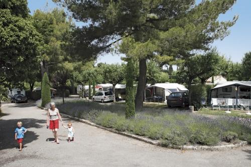 Emplacement - Emplacement Grand Confort (Raccordement Eau + Égout Inclus) - Camping Monplaisir