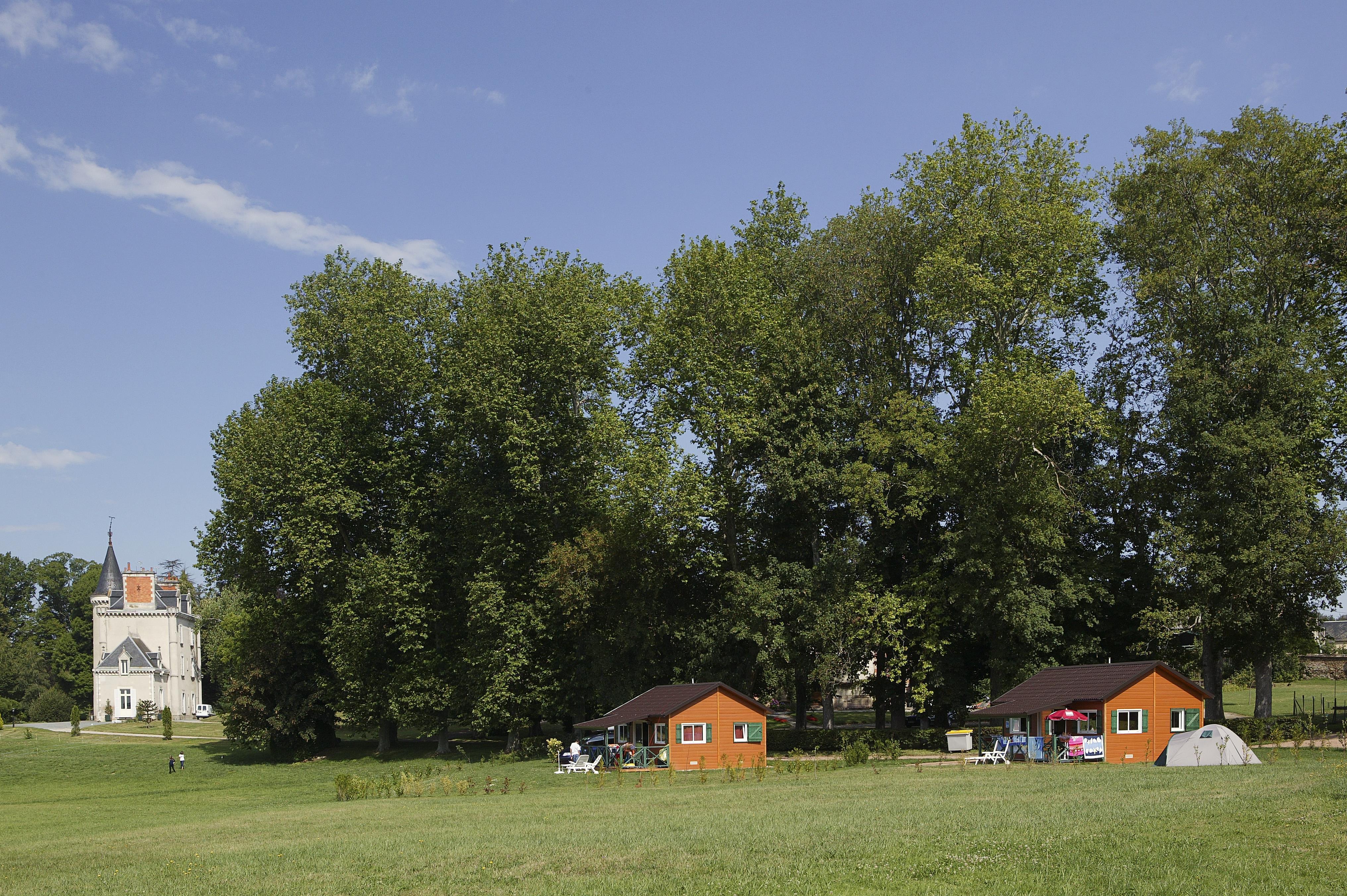 Camping Château de Poinsouze, Boussac, Creuse
