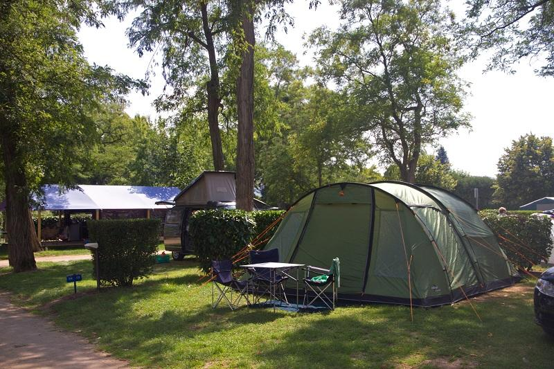 Emplacement - Forfait Nature (1 Tente, Caravane Ou Camping-Car / 1 Voiture) - Camping Les Portes de Sancerre