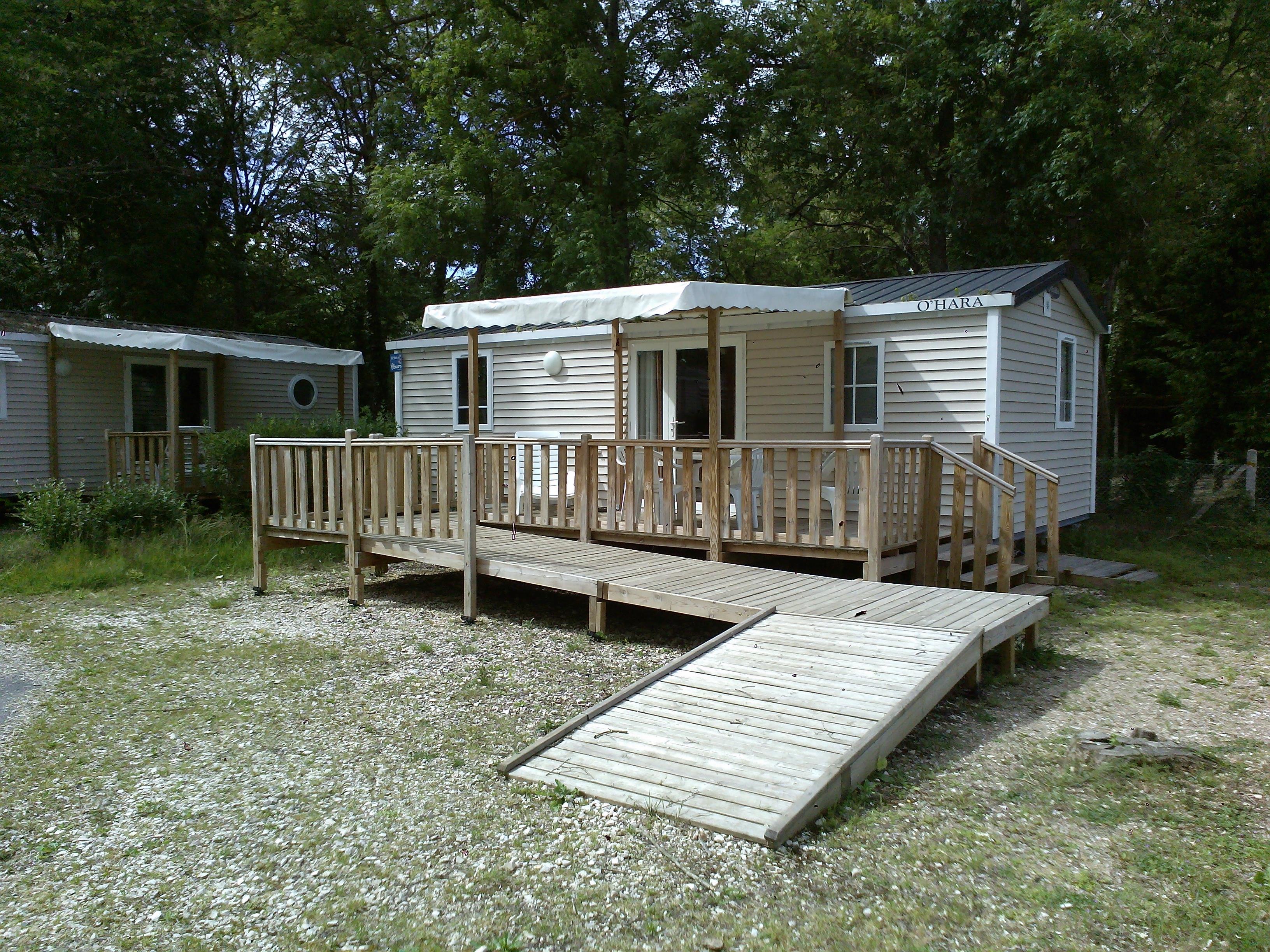 Location - Mobil Home 32M² (2 Chambres) Avec Une Terrasse - Adapté Aux Personnes À Mobilité Réduite - Camping Les Portes de Sancerre