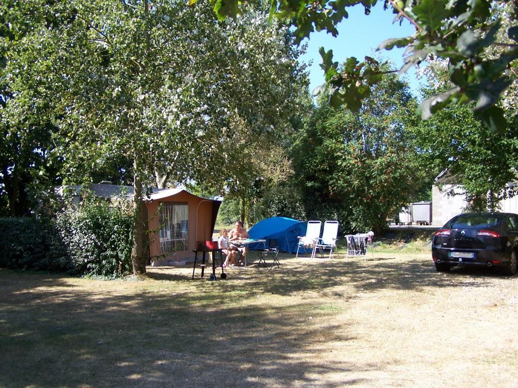 Emplacement Famille + tente ou caravane + véhicule + électricité