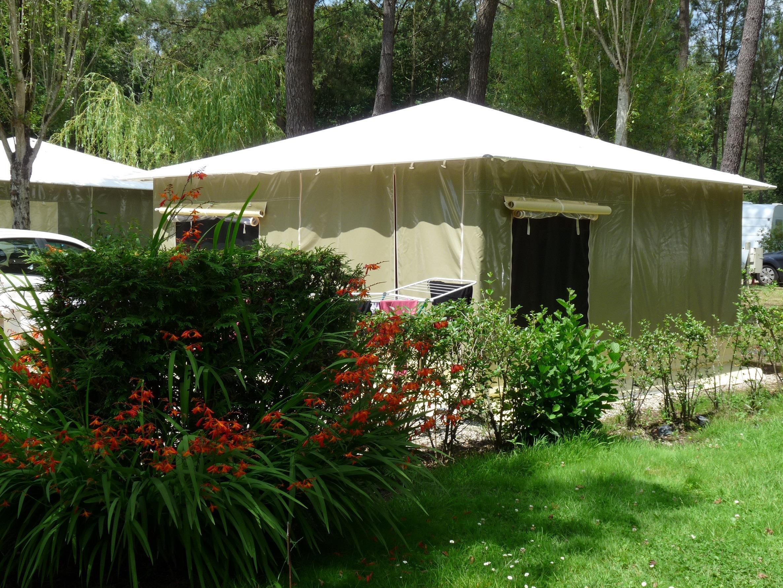 Location - Bungalow Toilé 2 Chambres >=16M² - Sans Sanitaires - Camping Le Saint Laurent