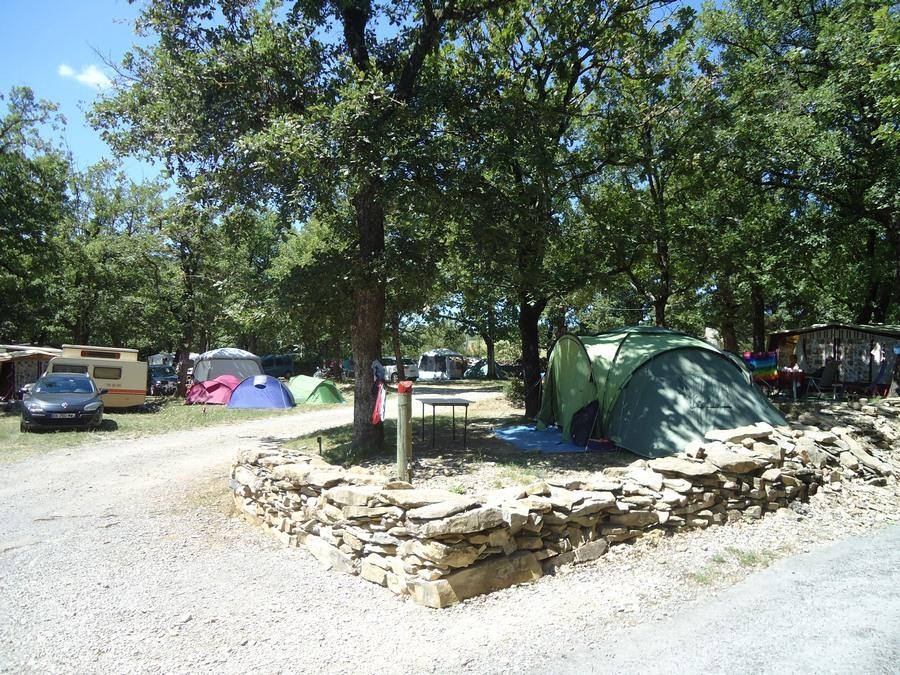 Pitch - Pitch + Vehicle - Camping les Chênes