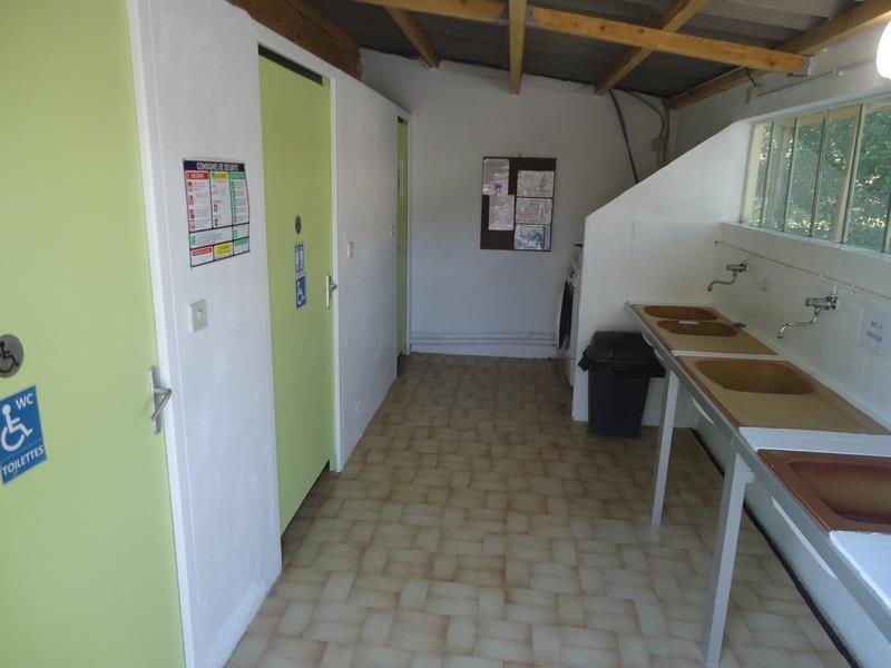 Wheelchair friendly Camping Les Chênes - Vesseaux