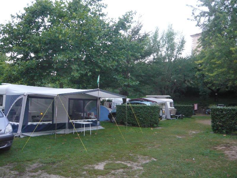 Emplacement - Forfait Emplacement Tente, Caravane Ou Camping-Car + Véhicule - Camping de Retourtour